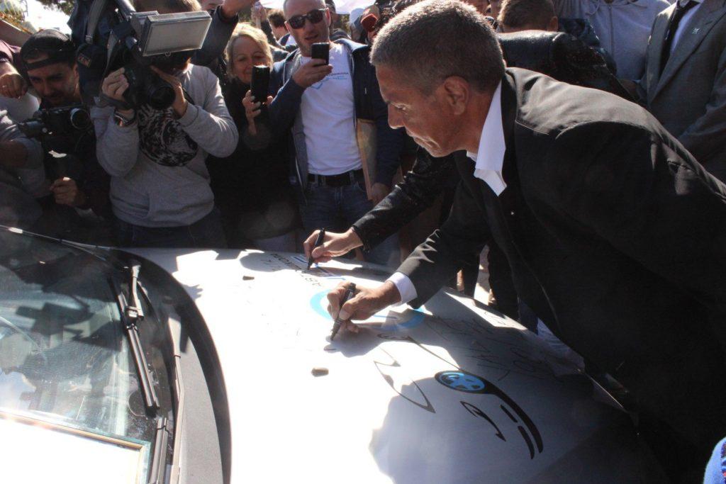 Автограф на машине автошколы